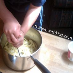 Making apple sauce - involving all of the senses in this kid friendly activity