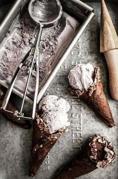 Local Loves / Summer Berry Ice Cream with Homemade Chocolate Cones Frozen Desserts, Frozen Treats, Just Desserts, Delicious Desserts, Chocolate Cone, Homemade Chocolate, Gelato, Breakfast Desayunos, Summer Berries