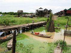 Village sur pilotis à Kompong Khleang