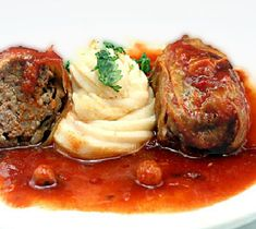 Amazing Old-Fashioned Stuffed Cabbage Rolls. Tender leaves of cabbage stuffed and rolled with beef, garlic, onion and rice, simmered in a rich tomato sauce. Hamburger Crockpot Recipes, Beef Recipes, Cooking Recipes, Healthy Recipes, Recipies, Crockpot Meals, Healthy Dinners, Healthy Cooking, Cooking Tips