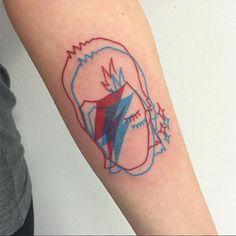 Winston the Whale cria tatuagens em 3D super originais utilizando tintas em azul…