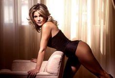 Flavia Alessandra nua na revista Vip