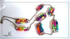 Sautoir en perles textiles et perles magiques multicolores
