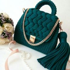 Combed rope bag Penye ip çanta With combed ropes you can teach amazing bags …. Diy Crochet Bag, Crotchet Bags, Crochet Bag Tutorials, Crochet Purse Patterns, Crochet Basket Pattern, Knitted Bags, Knit Crochet, Crochet Handbags, Crochet Purses