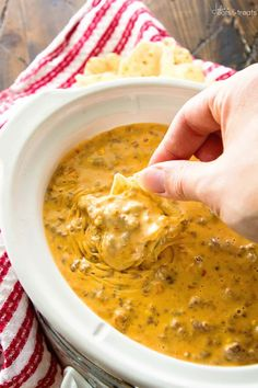 Spicy Crock Pot Cheesy Hamburger Dip ~ The BEST Cheese Dip Made in Your Slow Cooker! Perfect for a Party, Game Day or Just Because! This Appetizer Will Have You Coming Back for More! Slow Cooker Dips, Slow Cooker Recipes, Crockpot Recipes, Cooking Recipes, Cooking Tips, New Year's Eve Appetizers, Yummy Appetizers, Appetizer Recipes, Party Appetizers