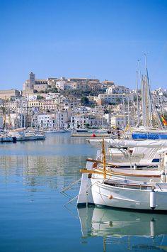 Ibiza, esa enigmática ciudad en la que llevamos 1 año ofreciendo la mejor comida Thai de la Isla!!