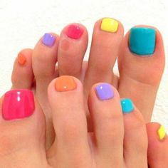 Nail art Christmas - the festive spirit on the nails. Over 70 creative ideas and tutorials - My Nails Toe Nail Color, Toe Nail Art, Nail Colors, Pedicure Colors, Pretty Toe Nails, Cute Toe Nails, Pedicure Designs, Diy Nail Designs, Art Designs