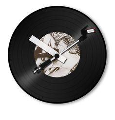 Plak Özel Lüks Duvar Saati Modeli  Ürün Bilgisi ;  Boyutu : 30 cm Müzik severler ve bu konuda müzik işi ile ilgilenenler için oldukça uygundur Bir Yıl Üretici Firma Garantilidir.