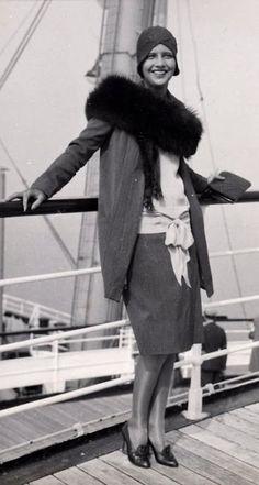 vintage everyday: 36 Vintage Photos Show a Unique and Elegant Style of Women Fashion 20s Fashion, Fashion History, Vintage Fashion, Womens Fashion, Retro Fashion, Classic Hollywood, Old Hollywood, Hollywood Divas, Hollywood Stars