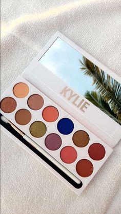 Kylie Jenner Royal Peach palette $45