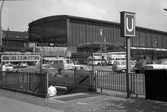 Berlin: Hardenbergstraße; Bahnhof Zoo; Vordergrund U-Bahn Eingang (1965)