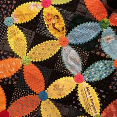 Blue Mountain Daisy: A wonderful day with the Illawarra Quilters Bright Quilts, Colorful Quilts, Scrappy Quilt Patterns, Applique Quilts, Quilting Projects, Quilting Designs, Primitive Embroidery, Circle Quilts, Easy Quilts