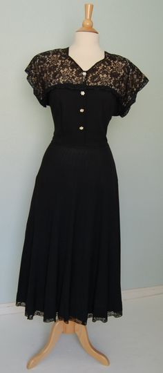 40's dress with lace. <3
