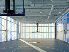 Nuestras soluciones para fachadas, ofrecen interiores frescos, bien iluminados y con alta protección UV #facade #facadedesign #gym #policarbonate #archilovers #architect