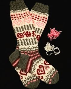 Langan viemää: 2017 Free Knitting, Knitting Patterns, Socks, Crochet, Mittens, Slippers, Panda, Knits, Fashion