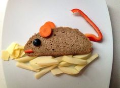 Fixed mouse made from bread, carrot, bell pepper, grape, apple and cheese - My CMS Toddler Meals, Kids Meals, Cute Food, Good Food, Food Art For Kids, Apples And Cheese, Food Decoration, Food Crafts, Snacks