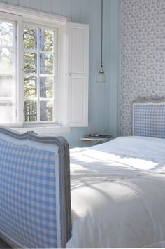 Like the medly of colors, not the rick-rack. fresh baby blue gingham upholstered bed and simple wallpaper Swedish Cottage, White Cottage, Cottage Living, Cottage Style, Cottage Bedrooms, Cottage Interiors, Color Celeste, Blue Gingham, White Houses