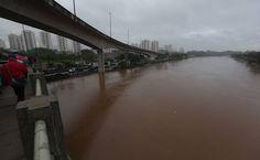 Chuva mata 17, alaga cidades e afeta trens, voos e rodovias no Estado de SP - 11/03/2016 - Cotidiano - Folha de S.Paulo
