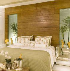 Meu quarto preferido! Todos os elementos que ampliam o quarto, cabeceira na horizontal, espelho no guarda roupas com porta de correr, ...