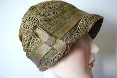 Vintage 1920s cloche . vintage 20s black and gold lame hat