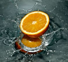 There are a lot of different types of oranges. The best one is the bitter orange. This fruit is rich in antioxidants and vitamin C and improves Orange Fruit, Orange Oil, Orange Juice, Berry Juice, Lime Juice, Orange Essential Oil, Essential Oils, Types Of Oranges, Salud Natural
