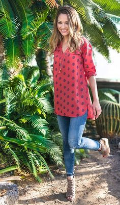 Stitch fix- like the fit and length of this blouse! The color and print are also nice Casual Outfits, Cute Outfits, Fashion Outfits, Womens Fashion, Stitch Fix Stylist, Everyday Outfits, Passion For Fashion, Spring Summer Fashion, What To Wear