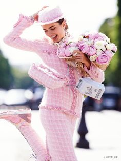 Andreea Diaconu by Gilles Bensimon for Fashion Night for Vogue Paris September 2014 wearing pink Chanel suit. Vogue Paris, Chanel Fashion, Pink Fashion, Fashion Night, Chanel Style, Style Fashion, Paris Fashion, Pink Love, Pretty In Pink