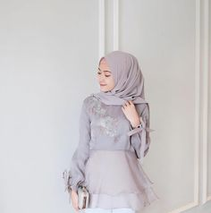 @saritiw Hijab Gown, Kebaya Hijab, Hijab Dress Party, Kebaya Dress, Kebaya Muslim, Muslim Dress, Hijab Fashion Summer, Muslim Fashion, Dress Batik Kombinasi