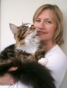 Renowned animal behaviourist, Dr Joanne Righetti and her Main Coon cat, Leo. Dr Jo shares her top 3 tips for a happy life with pets.