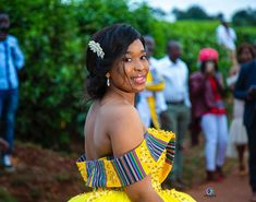 This is how you SHOWUP to your wedding in a beautiful gown 🙌🏾🙌🏾 Photography by… African Print Wedding Dress, African Wedding Attire, Lace Mermaid Wedding Dress, African Attire, African Dress, African Wear, Venda Traditional Attire, Zulu Traditional Wedding, Ankara Gown Styles
