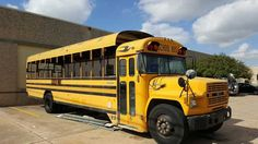 Post with 4959 votes and 510529 views. School Bus House, School Buses, Track Bus, School Bus Conversion, Tiny Trailers, Bus Life, Bus Travel, Toy Hauler, Tiny House On Wheels