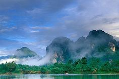 image 8-580-1 Laos, Vang Vieng, Morning mist on the river