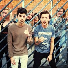  ONE DIRECTION LOUIS TOMLINSON SHOWS SUPPORT FOR ZAYN MALIK   http://www.boybands.co.uk