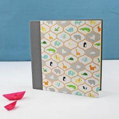 quadratisches-Fotoalbum-taupe-kleine-Tiere