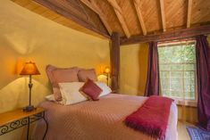We invite you to enjoy a fairytale experience in the quiet luxury of the boot at Jester House Cafe. You can book online unique cottage, holiday resorts and luxury accommodation in Tasman, Nelson, New Zealand.