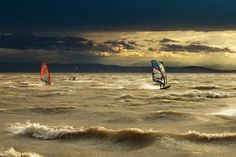 Windsurf , vihar készülödik a BAlatonon.