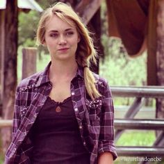 Amy - Second Chances) Heartland Season 3, Heartland Tv Show, Ty E Amy, Divergent Trilogy, Amber Marshall, Best Shows Ever, Role Models, Tv Shows
