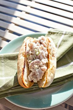 Poached Mackerel Roll With Spiced Mayonnaise Seafood Place, Fresh Seafood, Fish And Seafood, Mackeral Recipes, King Mackerel, Veg Recipes, Mayonnaise, Lobster Rolls, Hot Dog Buns