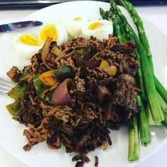 Mince for lunch with s healthy bunch of asparagus and some boiled eggs. Lovely  #90daysssplan #thebodycoach #leanin15 #cyclethree #finalcycle #stirfry #lowcarb #turkey #peppers #onions #broccoli #tenderstem #tomato #soy #garlic #chilli #lucybee #lucybeecoconutoil #souredcream #cleanandlean #cleanandleanwarrior #healthiswealth #healthy #active #fitfam #fitforlife #fitlondoners #finalweek #almostdone #c3d26 by thetravellingrep