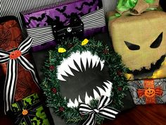Nightmare Before Christmas wrapping ideas **Not mine just saving for inspiration** Christmas Present Decoration, Christmas Present Wrap, Christmas Party Decorations, Christmas Gift Wrapping, Holiday Decor, Dark Christmas, Christmas Town, Christmas Art, Christmas Ideas