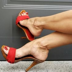 Pretty Heels, Beautiful High Heels, Gorgeous Feet, Black Strappy High Heels, Sexy Legs And Heels, Women's Feet, Feet Soles, Female Feet, Fashion Heels
