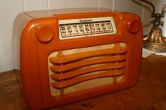 Deco-Bakelite-Catalin-Sentinel-Tube-Radio-BEAUTIFUL-WORKS