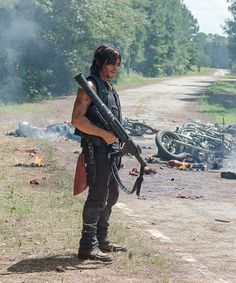 Daryl Dixon in The Walking Dead Season 6 Episode 9   No Way Out