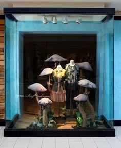 Mushrooms at Anthropologie Autumn Window Display 2013 - Best Window Displays Visual Merchandising Displays, Visual Display, Anthropologie Display, Anthropologie Usa, Vitrine Design, Store Window Displays, Fall Displays, Fashion Displays, Retail Windows