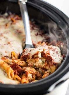 This Easy Crock pot baked ziti recipe is a guaranteed crowd pleaser. The perfect easy slow cooker dinner recipe! Learn how easy it is to make crockpot pasta using this recipe. Vegetarian Crockpot Recipes, Crockpot Dishes, Vegan Recipes Easy, Slow Cooker Recipes, Cooking Recipes, Crockpot Meals, Vegetarian Food, Fall Recipes, Healthy Meals