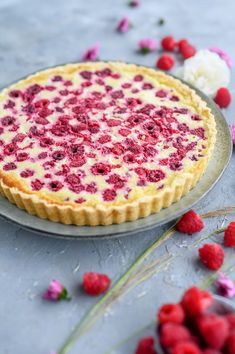 Raspberry tart with white chocolate cream ⋆ Crunchy room- Himbeer-Tarte mit weißer Schokolade Creme ⋆ Knusperstübchen Raspberry tart with white chocolate cream … - Cheesecake Recipes, Pie Recipes, Cooking Recipes, Cream Recipes, Vegetarian Recipes, Chocolate Blanco, Chocolate Cream, Raspberry Chocolate, Fun Desserts