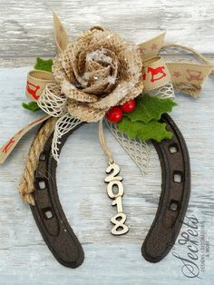 Picture of Γούρι 2018 πέταλο Rustic Christmas Crafts, Western Christmas, Christmas Diy, Christmas Decorations, Christmas Ornaments, Horseshoe Projects, Horseshoe Crafts, Horseshoe Art, Horse Gifts