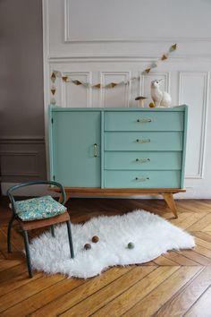 """pour relooker mon dernier meuble trouvé dans """"ma caverne d'Ali Baba""""   Atelier Petit Toit: Le buffet / commode pieds compas de Violetta"""