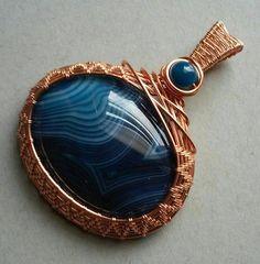 Azul ágata colgante colgante envuelta de por SparrowSongInDesign