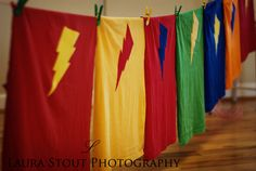Sewing projects for kids boys superhero capes Ideas Superhero Capes, Superhero Birthday Party, 4th Birthday Parties, Batman Birthday, Diy For Kids, Crafts For Kids, Diy Crafts, Kids Fun, Kids Boys